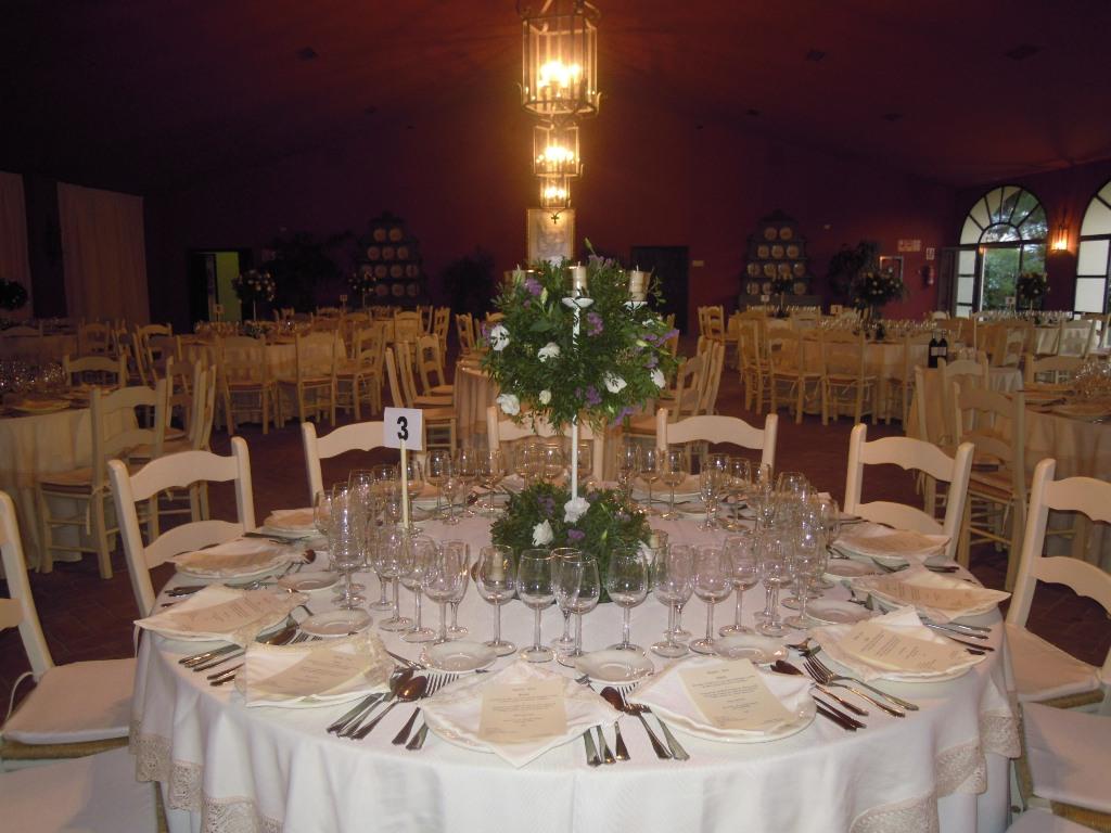 Mesas en salón para cena boda Dehesa Bolaños