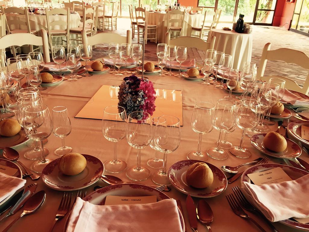 Centro de mesa con espejo - Boda Isabel & Manolo en Dehesa Bolaños