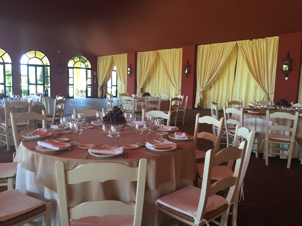 Almuerzo en el salón - Comunión Julio en Dehesa Bolaños