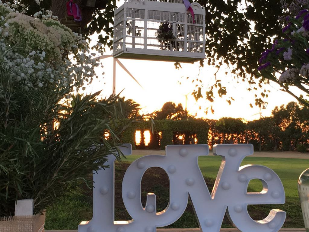 Mesa de firmas con letras Love - Boda María & Luis en Dehesa Bolaños
