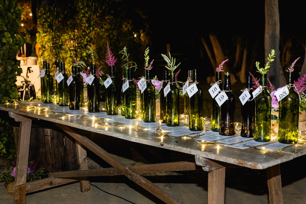 Seating plan con botellas - Boda María & Ale en Dehesa Bolaños