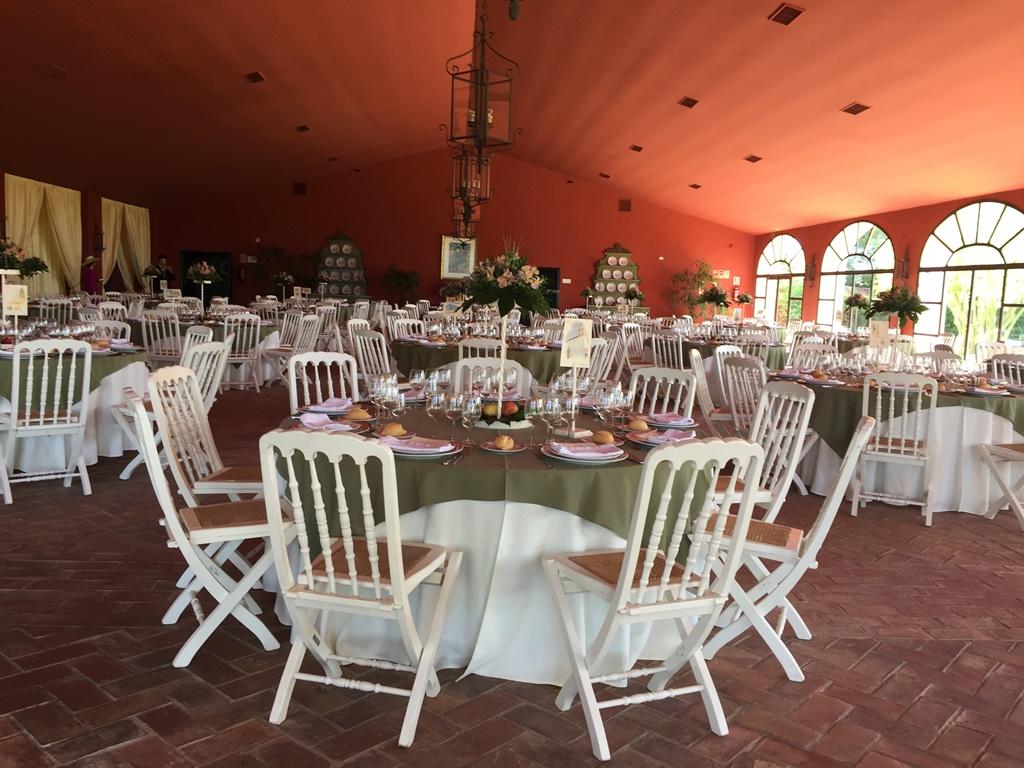 Salón boda con sillas de palillería - Boda Azahara & J. Enrique en Dehesa Bolaños