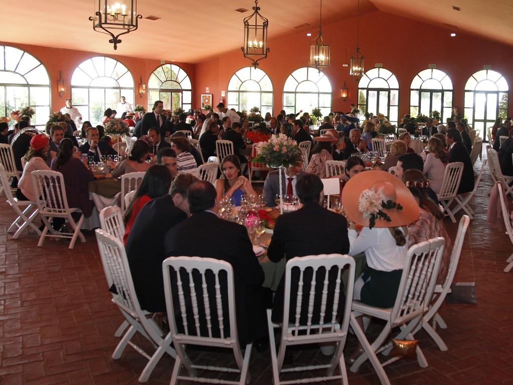 Almuerzo en salón finca Jerez - Boda Azahara & J. Enrique en Dehesa Bolaños