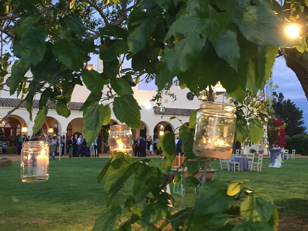 Árbol con velas en tarros cristal - Boda Silvia & Esteban en Dehesa Bolaños