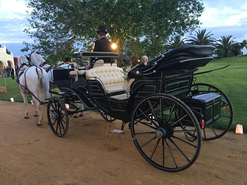 Coche de caballos para novios - Boda Silvia & Esteban en Dehesa Bolaños