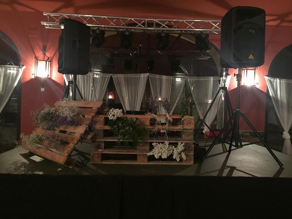 Mesa DJ con palets - Boda Silvia & Esteban en Dehesa Bolaños