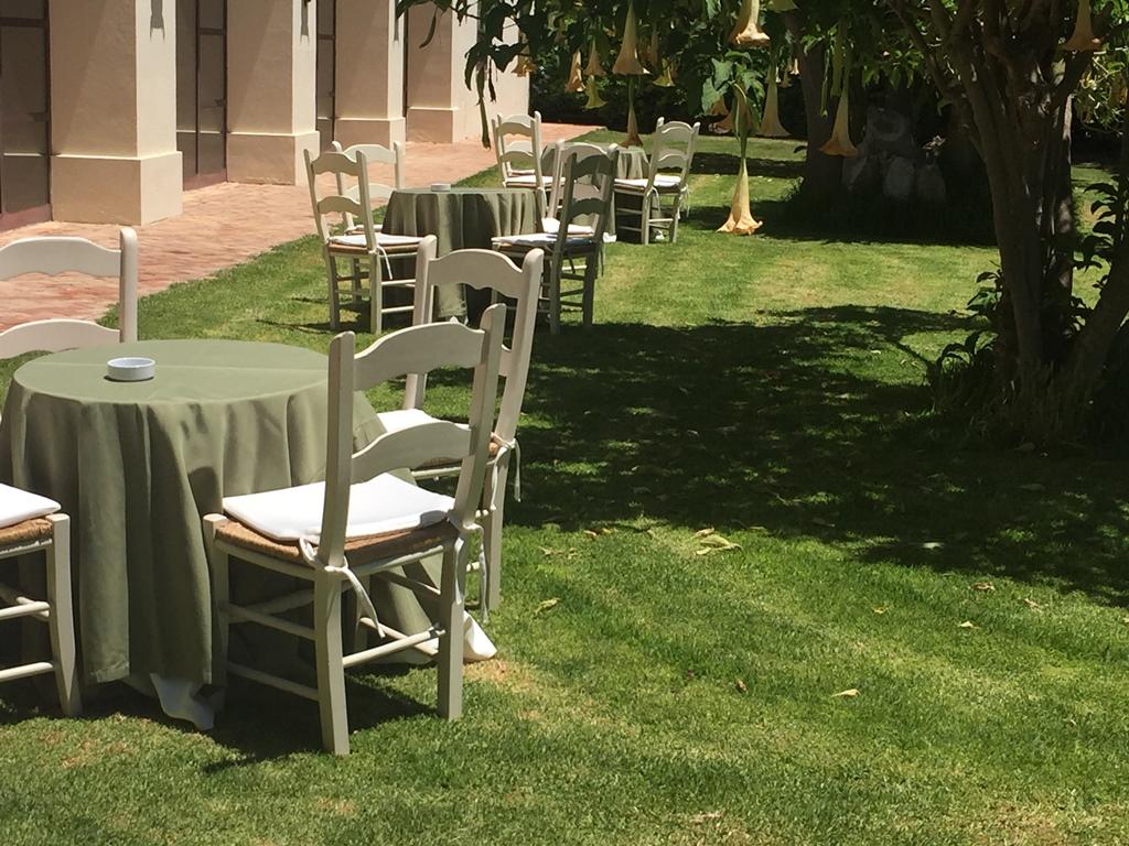 Aperitivo jardines - Comunión Paloma en Dehesa Bolaños