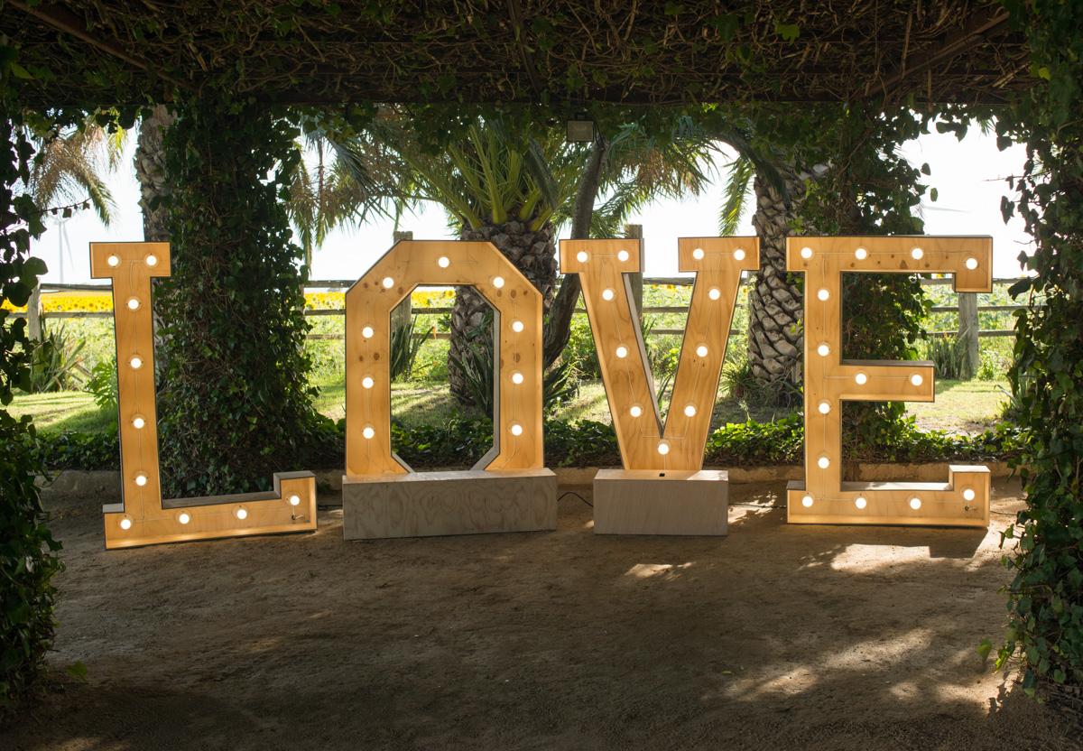 Letras Love iluminadas - Boda María & Álvaro en Dehesa Bolaños